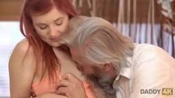Tube porno do velho e sua neta na putaria