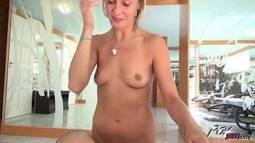 Ver videos de sexo tia safada dando a buceta depilada