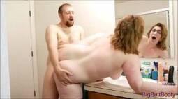 Ixxx com com amigo comendo a gorda dentro do banheiro