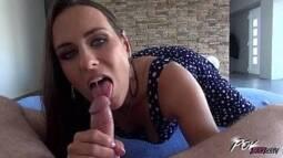 Porno excitante com a morena muito gata devorando essa vara maravilhosa