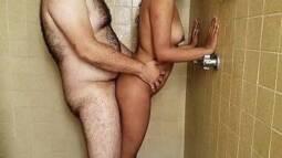 Porno mais assistidos comendo uma morena novinha na hora do banho