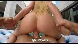 Seu porno com uma loirinha rabuda sentando a buceta na vara