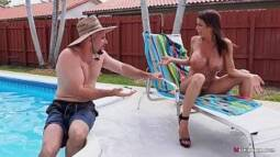 Videos pornor da peituda se exibindo e dando para o vizinho tarado