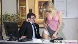 Xvideos em HD da ninfeta loira dando ao magrinho do escritório