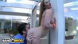 Porno online chupando a menina e metendo a rola na xota da branquinha