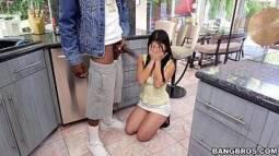 Porno romantico novinha fazendo seu primeiro boquete