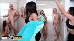 Putaria na tv esposa flagra marido ganhando boquete no banheiro