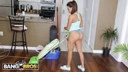 Tubyde fodendo uma bela empregada latina