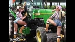 Video sexo gratis na fazenda da putaria com duas mulheres safadas