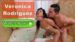 Sexo na banheira do motel com novinha puta