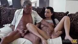 Pornô hd avô comendo a netinha muito gostosinha