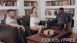 Vídeo de putaria homem assistindo mulher foder com outro