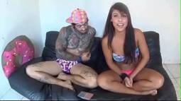 Porno sem virus com esse tatuado sacana comendo a morena bunduda